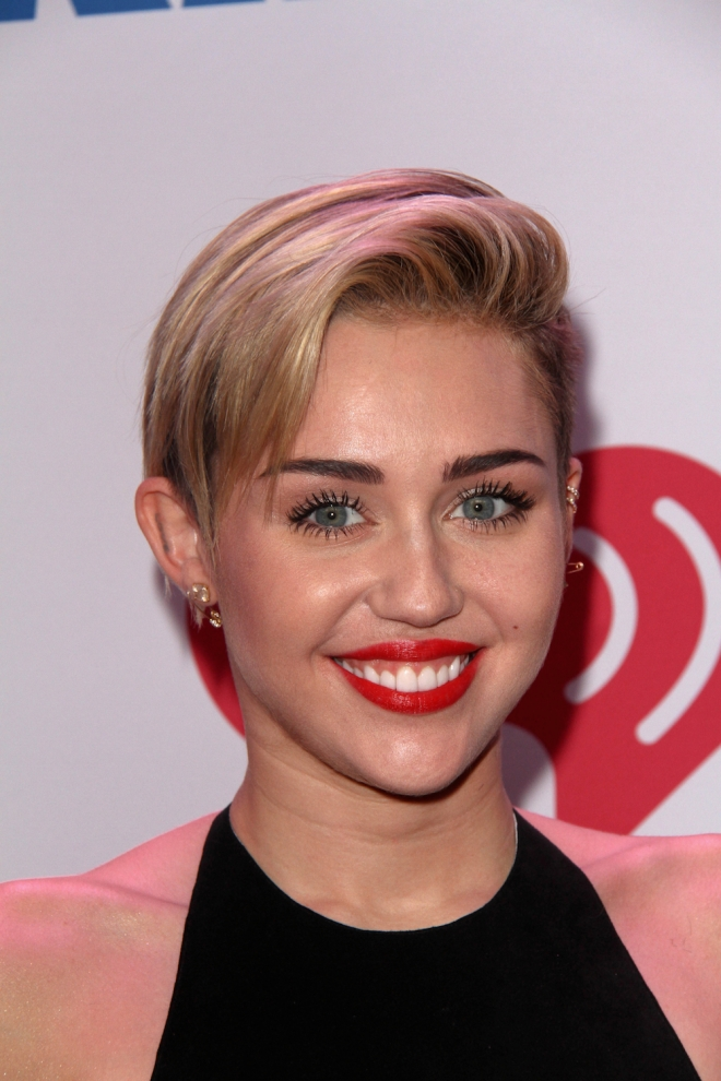 Miley Cyrus Weight Height Net Worth Measurements Bra Size-2848
