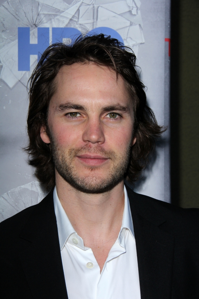 taylor kitsch weight height ethnicity hair color shoe size