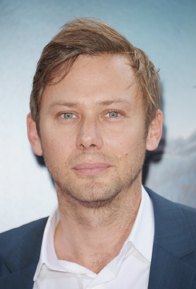 The 41-year old son of father (?) and mother(?), 180 cm tall Jimmi Simpson in 2017 photo