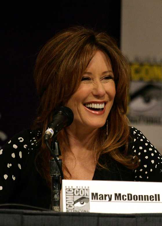 Mary McDonnell height and weight