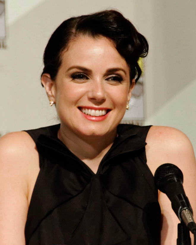 Mia Kirshner Weight Height Ethnicity Hair Color Shoe Size-2041