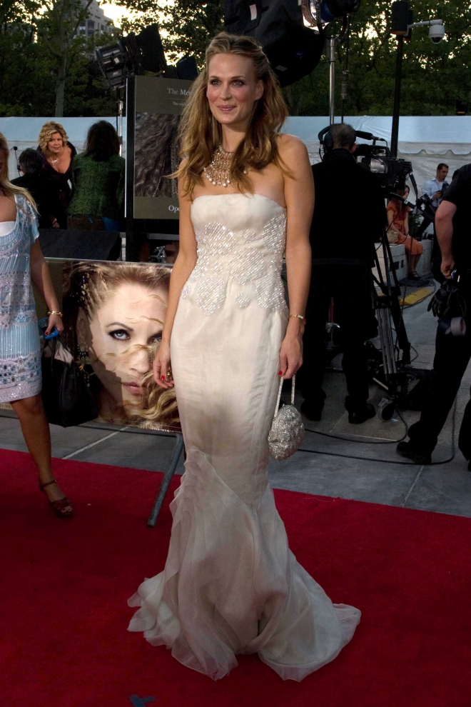 Molly Sims Weight Heig...