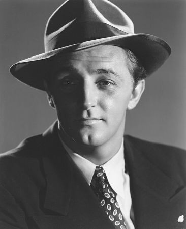 Robert Mitchum Weight Height Ethnicity Hair Color Eye Color