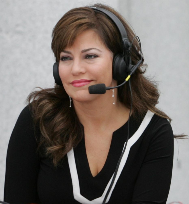 How Much Does E News Anchors Make: Robin Meade Weight Height Measurements Bra Size Ethnicity
