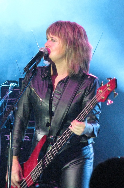Suzi Quatro Weight Height Ethnicity Hair Color Eye Color-4587