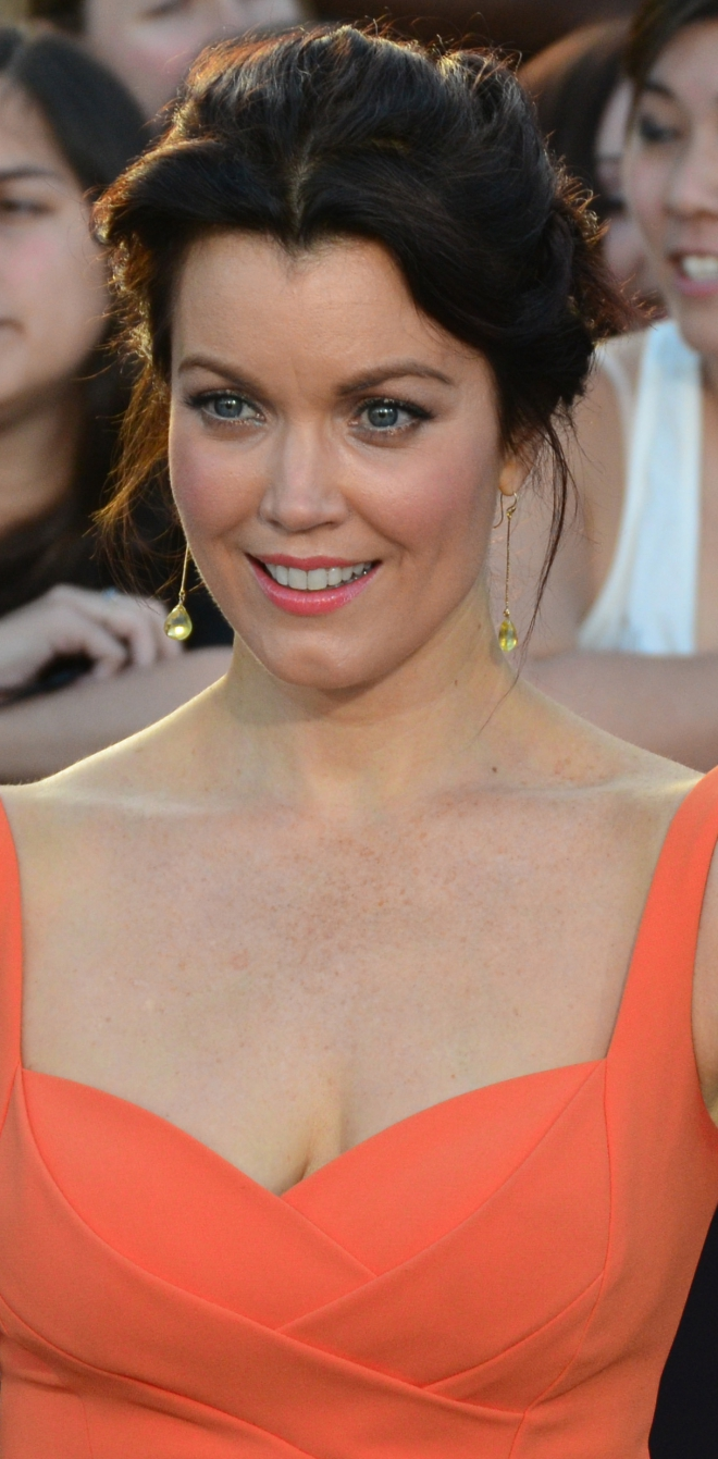 Bellamy Young Weight H...