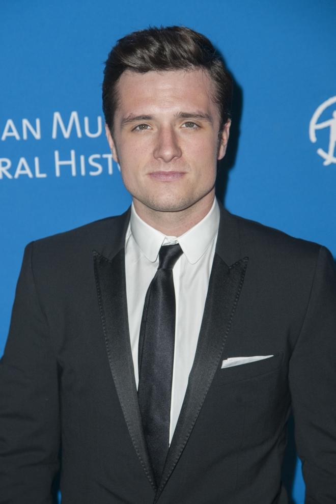 Josh Hutcherson dating 2013Miten luoda täydellinen online dating profiilia 25 infographics