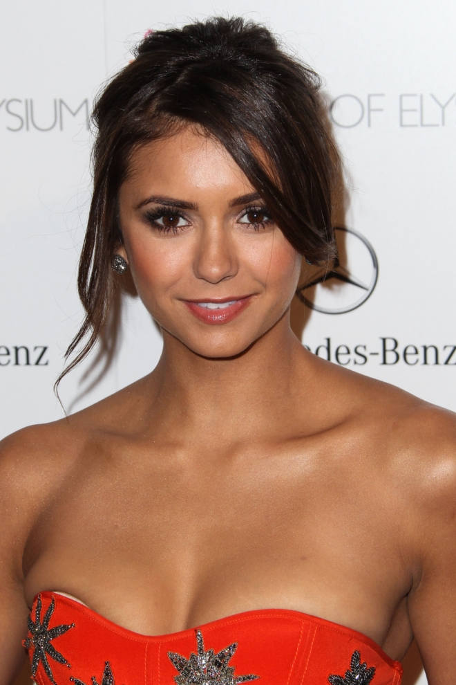 Nina Dobrev Dating