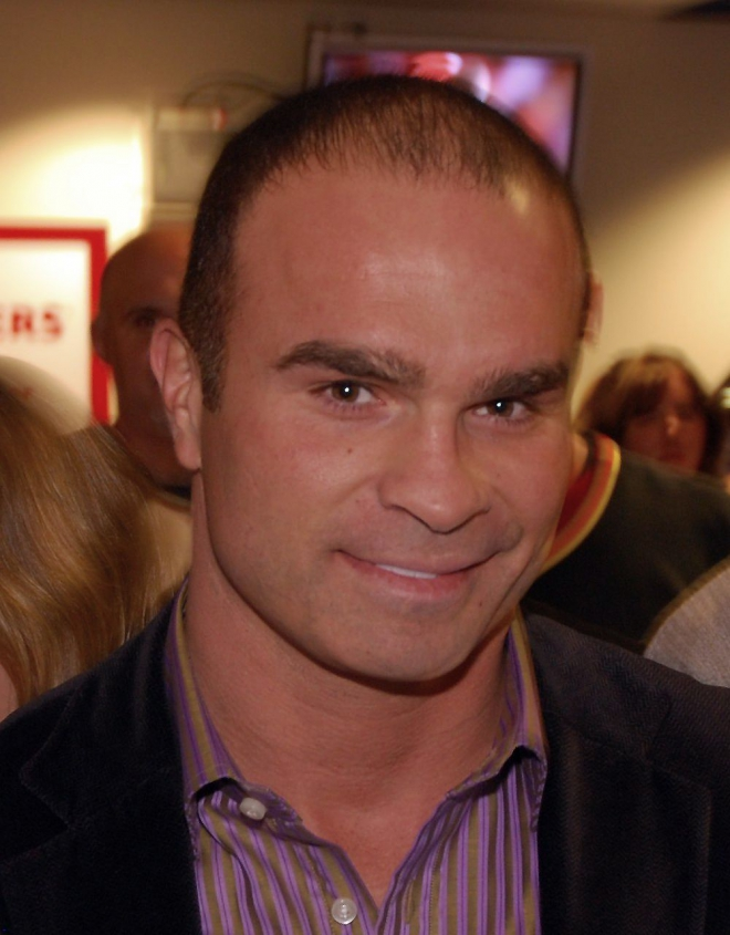 Tie Domi Dating