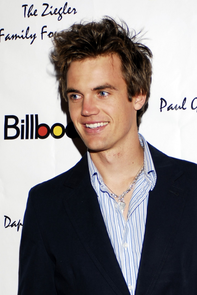 tyler hilton dating history Don't sneer at cover bands they're guaranteed nostalgic fun, especially when the original artists they're covering are either dead, hate each other or have sued each other into the poor house.