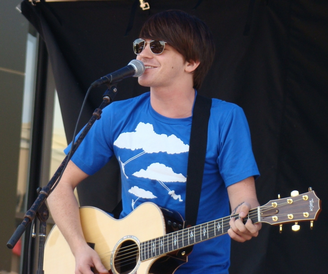 who is drake bell dating right now Drake bell holds hands with girlfriend janet von schmeling at disneyland:  photo #737929 drake bell plays it cool with his rocker style while spending the  day.
