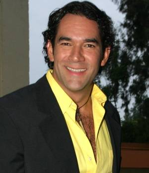 Eduardo Santamarina Dating