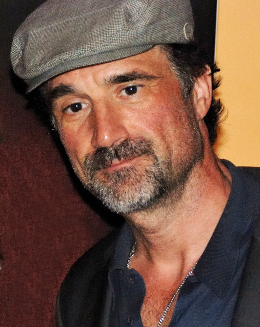 Elias Koteas Dating
